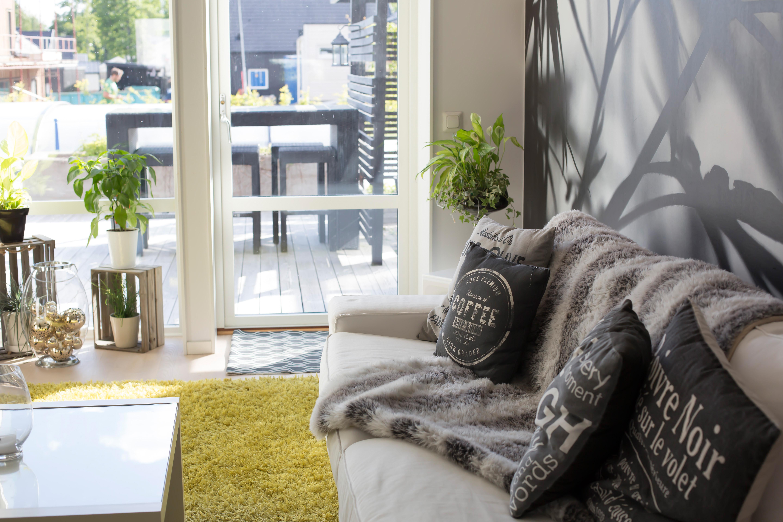 Mälarvillan interiör vardagsrum med ljusinsläpp Alexa Produktion
