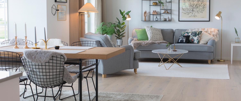 Mälarvillan modern interiör matplats och vardagsrum Alexa Produktion