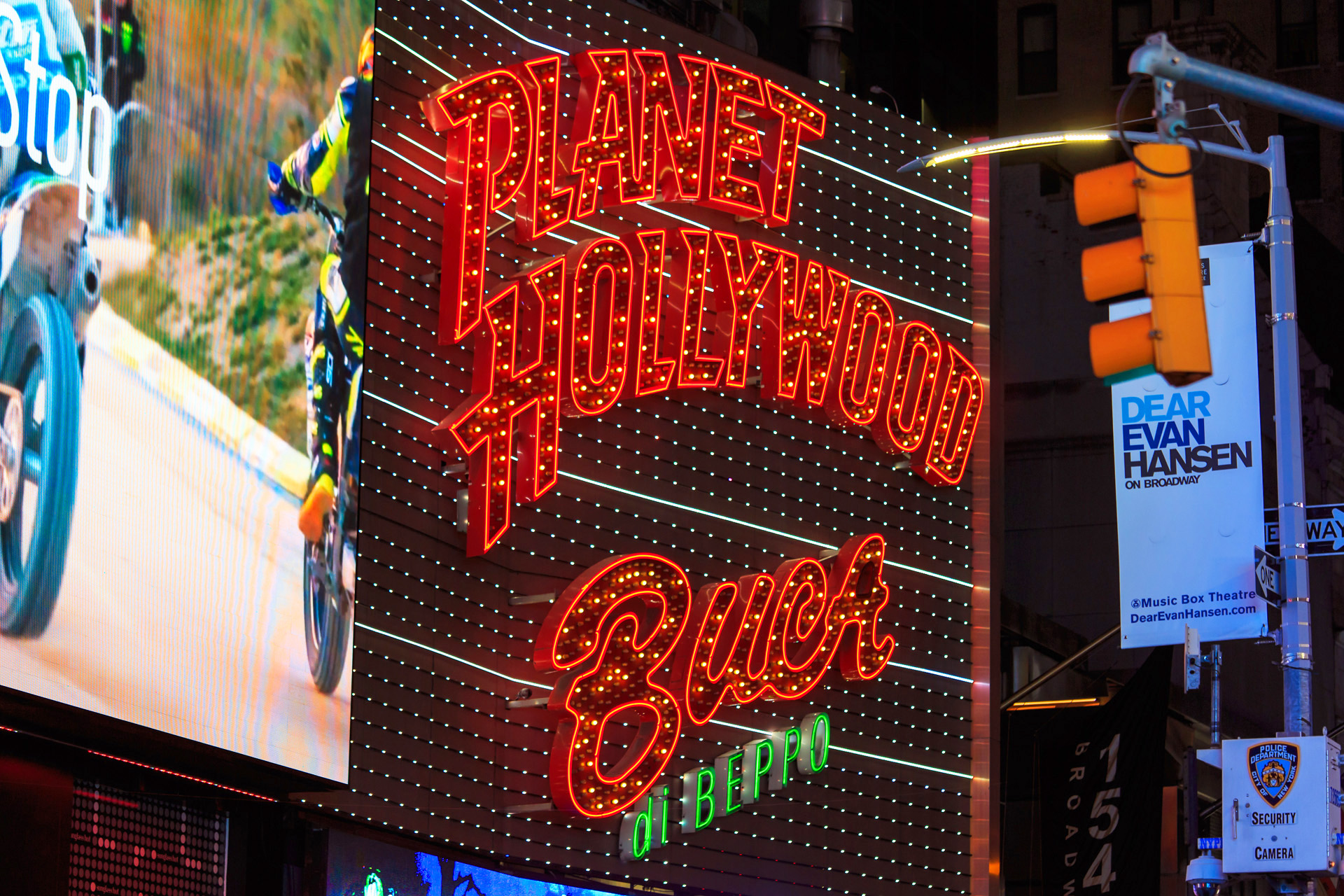 Times Square Planet Hollywood skylt New York Alexa Produktion